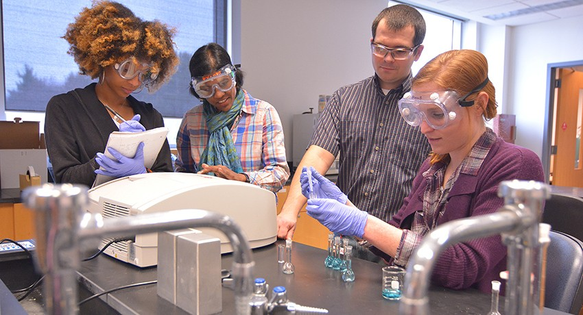 Worcester State University green chemistry students in laboratory