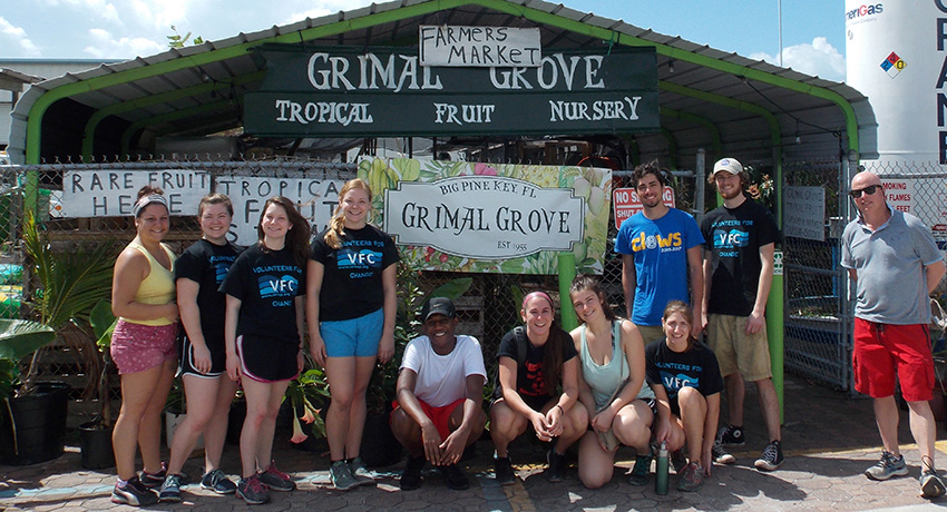 Woo Serve and CLEWS students lend a hand at Grimal Grove.